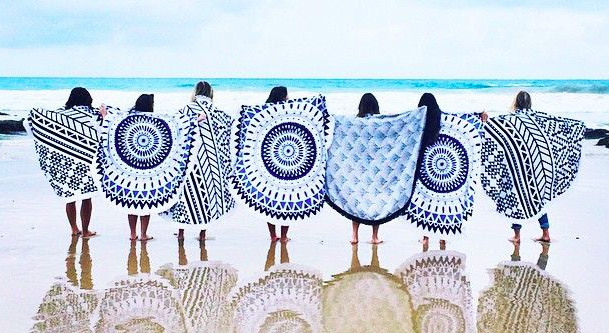 4 Popular Beach Towels for A Day Out to The Beach
