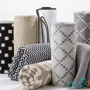 Wholesale Soft Color Bath Towels Manufacturer with Geometric Weave