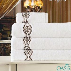 Wholesale Rich Paisley Print White Hotel Towel Manufacturer
